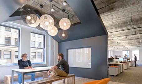 10 ambientes corporativos com design marcante para você se inspirar
